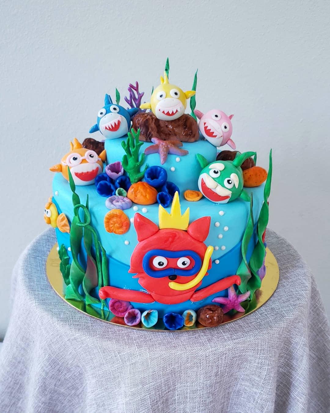 8″ Baby Shark Cake